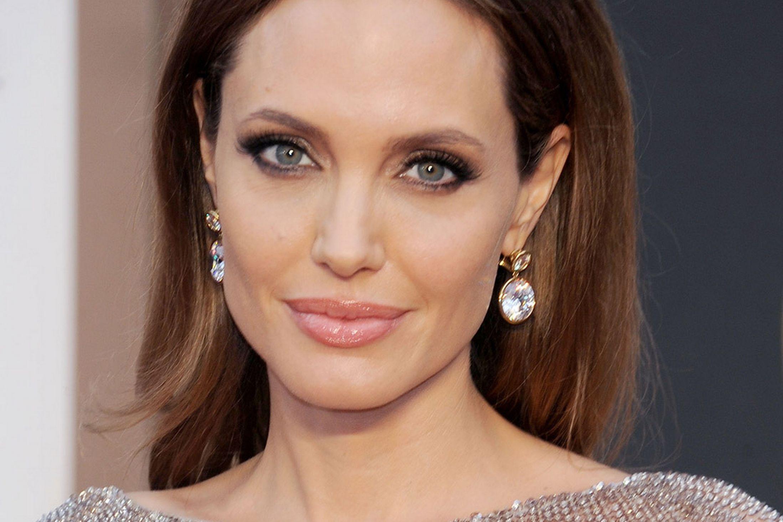 Angelina Jolie: A Woman Off The Fence